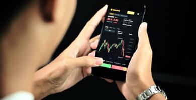 Mejores libros de trading, foto de app de trading móvil